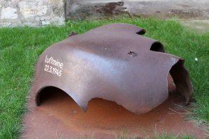 Reste einer Luftmine aus dem zweiten Weltkrieg